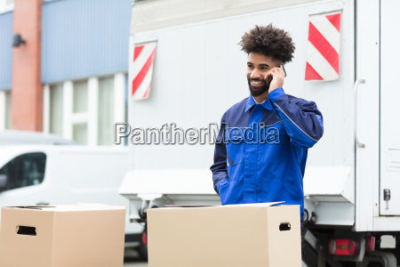 delivery, man, talking, on, cellphone - 23601394