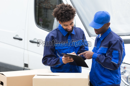 delivery, man, writing, on, the, clipboard - 23601378