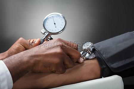doctor, measuring, blood, pressure - 23601288