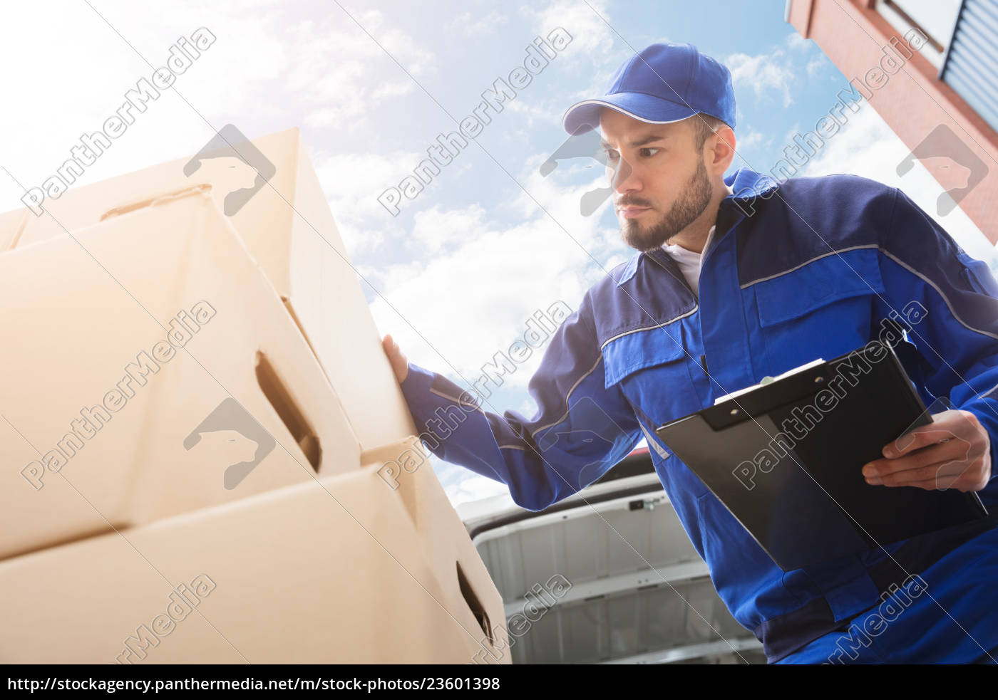 male, worker, standing, near, cardboard, box - 23601398