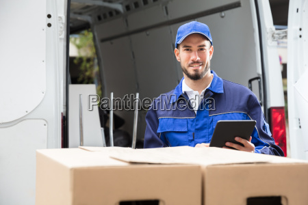 male, worker, using, tablet - 23601400