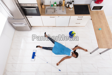 unconscious, housewife, lying, on, kitchen, floor - 23602198