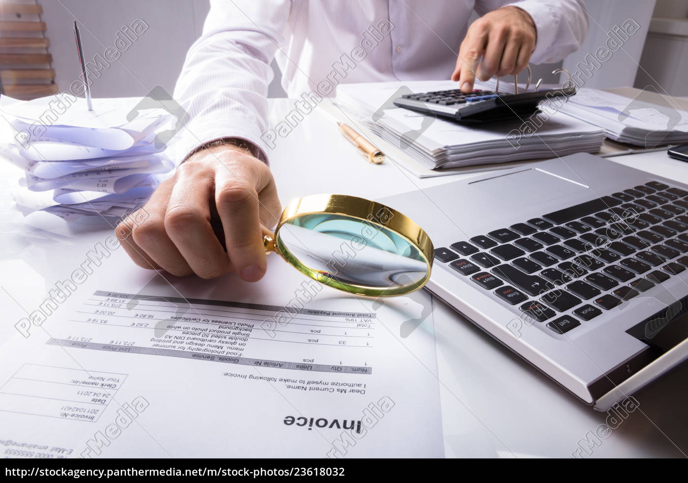 auditor, checking, invoice, using, magnifying, glass - 23618032