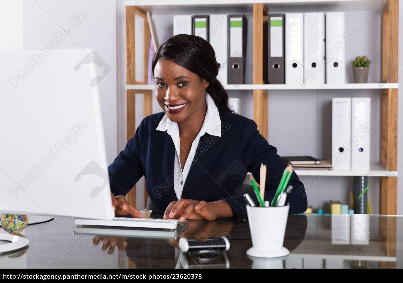 businesswoman, working, on, computer - 23620378
