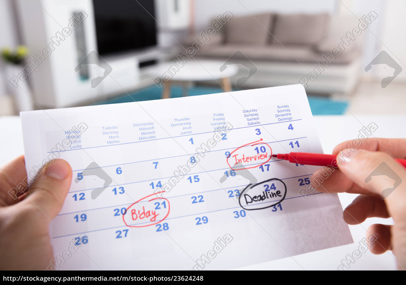 person, circling, date, on, calendar - 23624248