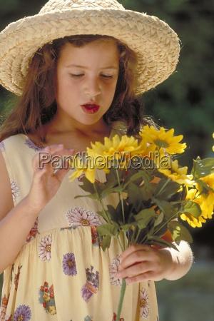 portrait outdoor halbfigur maedchen mit langen