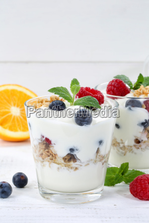 berries yoghurt berry glass fruit muesli