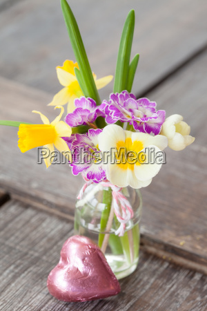small bouquet of fructose flowers