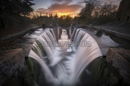 spain palencia canal de castilla waterfall
