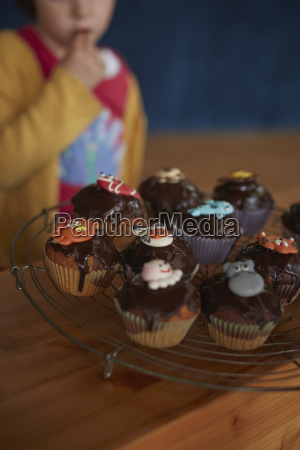 cupcakes on cooling rack at table