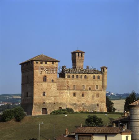hill place fortification quadratic castle format