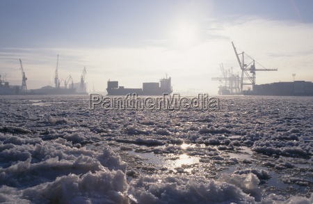 winter cold brash ice container ship