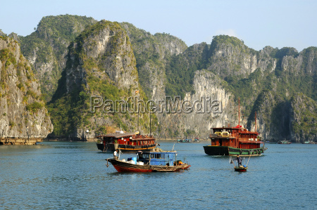 boat traffic in halong bay vietnam