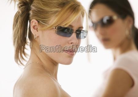 portrait, of, women, wearing, sunglasses - 23874088