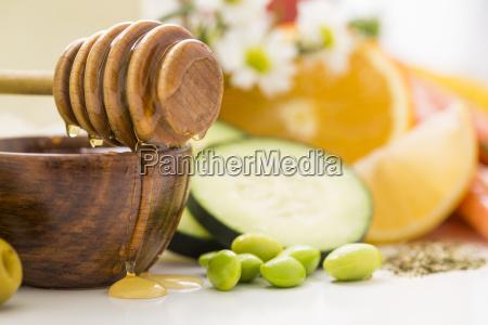 honey dipper on bowl with honey