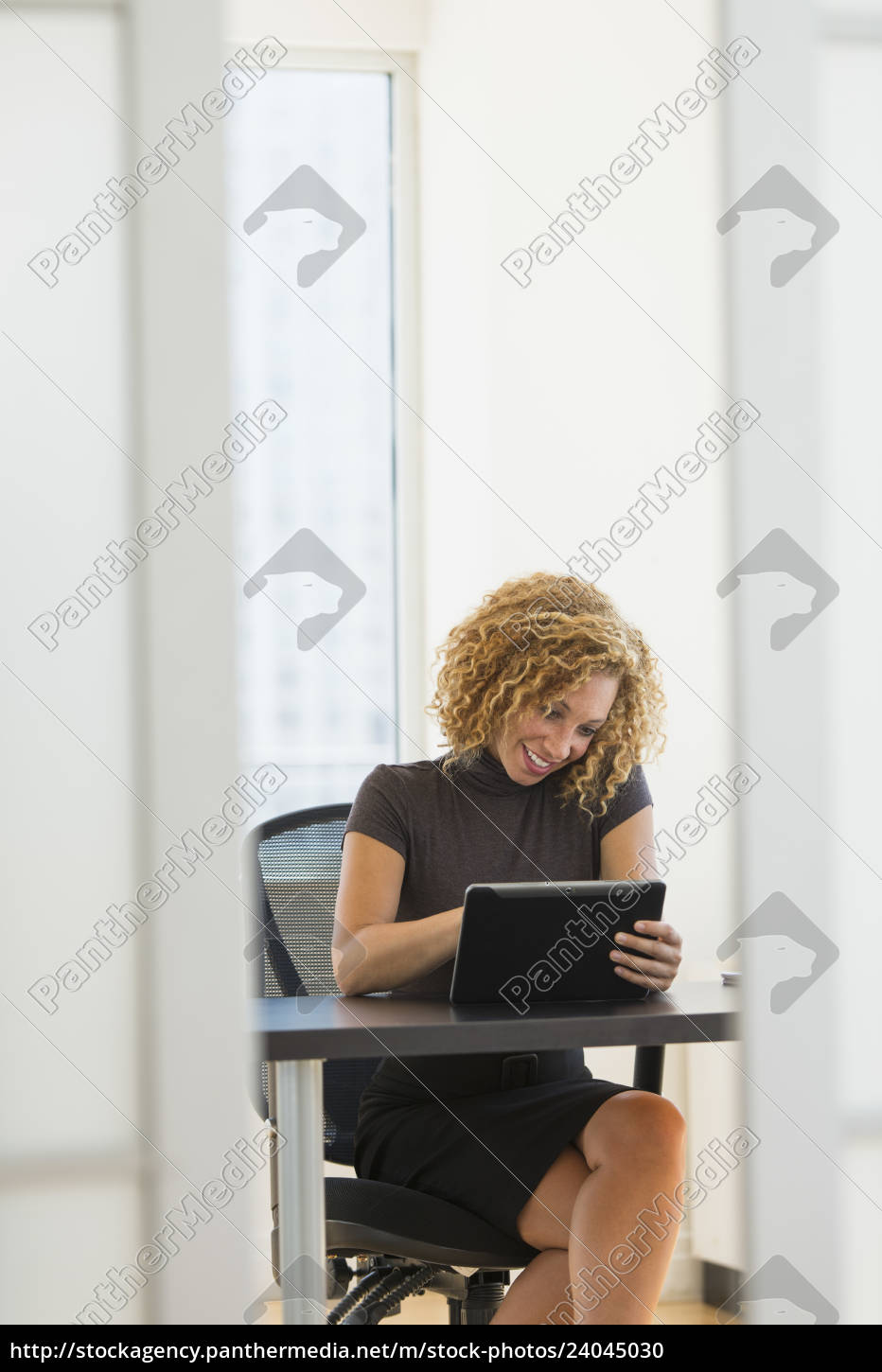 businesswoman, working, at, desk, in, office - 24045030