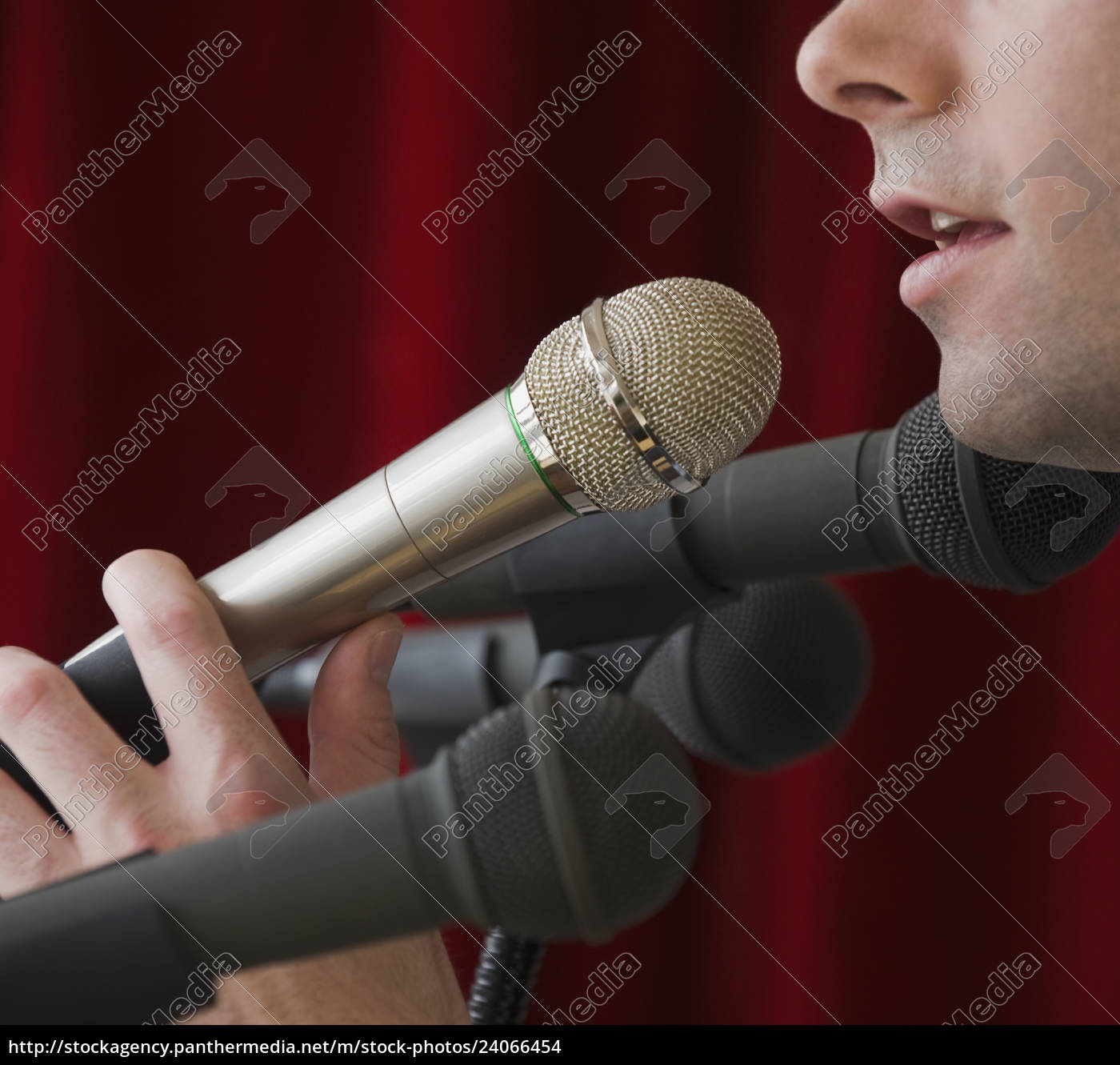 man, speaking, into, microphone - 24066454
