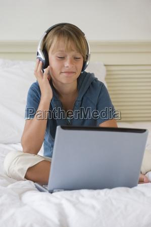 girl listening to music on laptop
