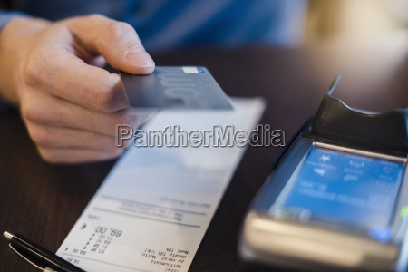 customer paying bill with credit card
