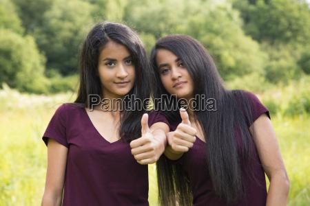 twins keep thumbs up