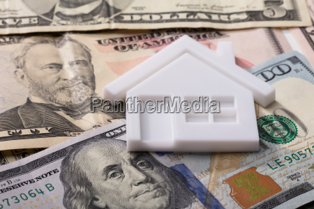 house model on american banknotes