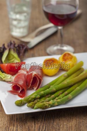 green asparagus on a plate