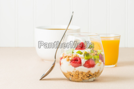 breakfast fruit parfait