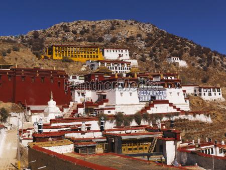 ganden monastery 4300 m high center