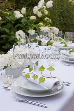 glass chalice tumbler cup dining table