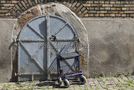 rollator in front of a cellar