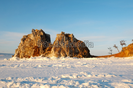 mountains winter snowy deserted siberia to