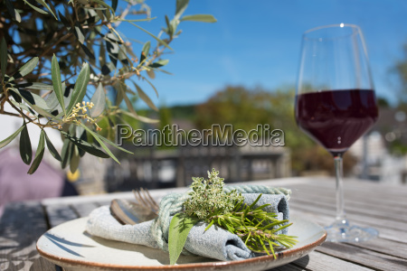 mediterranean table setting
