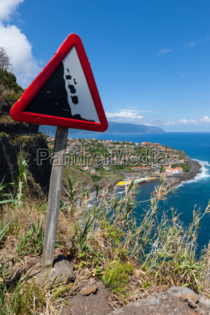 rockfall warning sign on country road