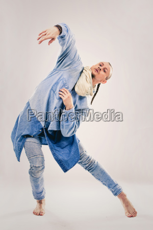male contemporary hip hop dancer in