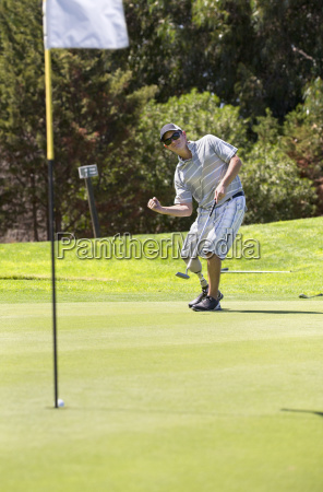 male golfer with artificial leg on