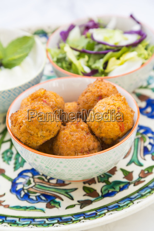falafel salad red and white cabbage
