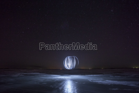 lightpainting circles at night