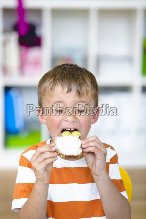 happy pupil prepare a healthy snack
