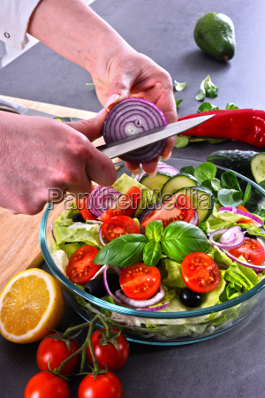 preparation of a vegetable salad from