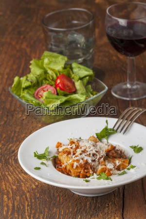 rigatoni pasta with bolognese sauce and