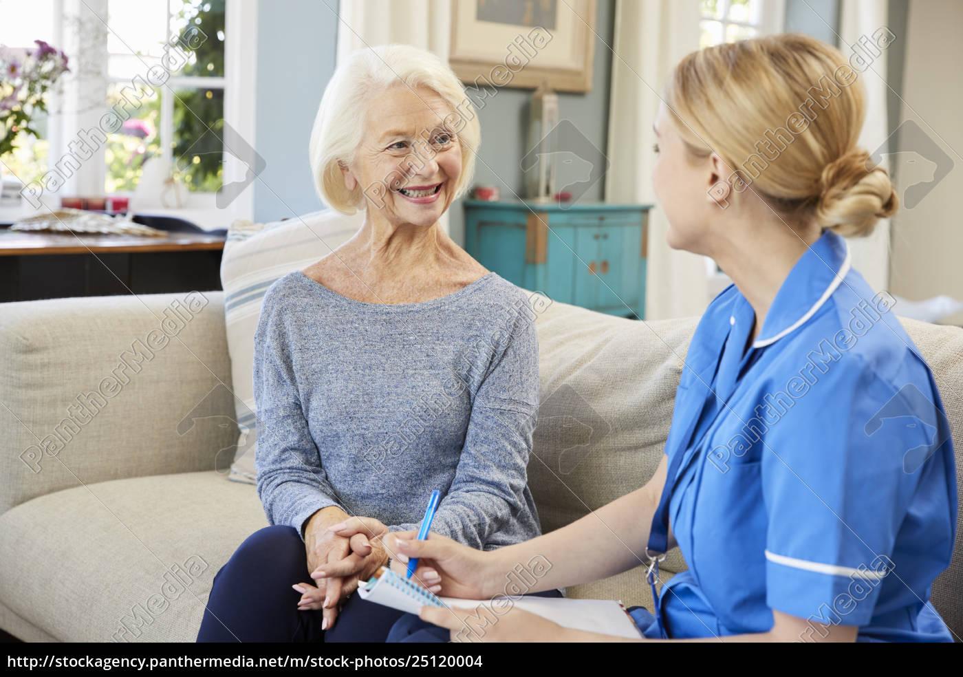 female, community, nurse, visits, senior, woman - 25120004