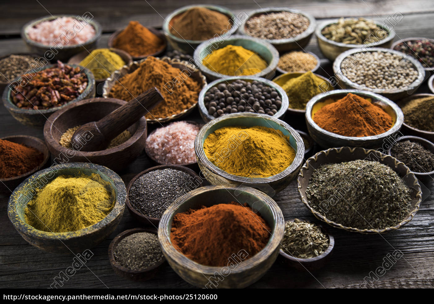 spices, on, wooden, bowl, background - 25120600