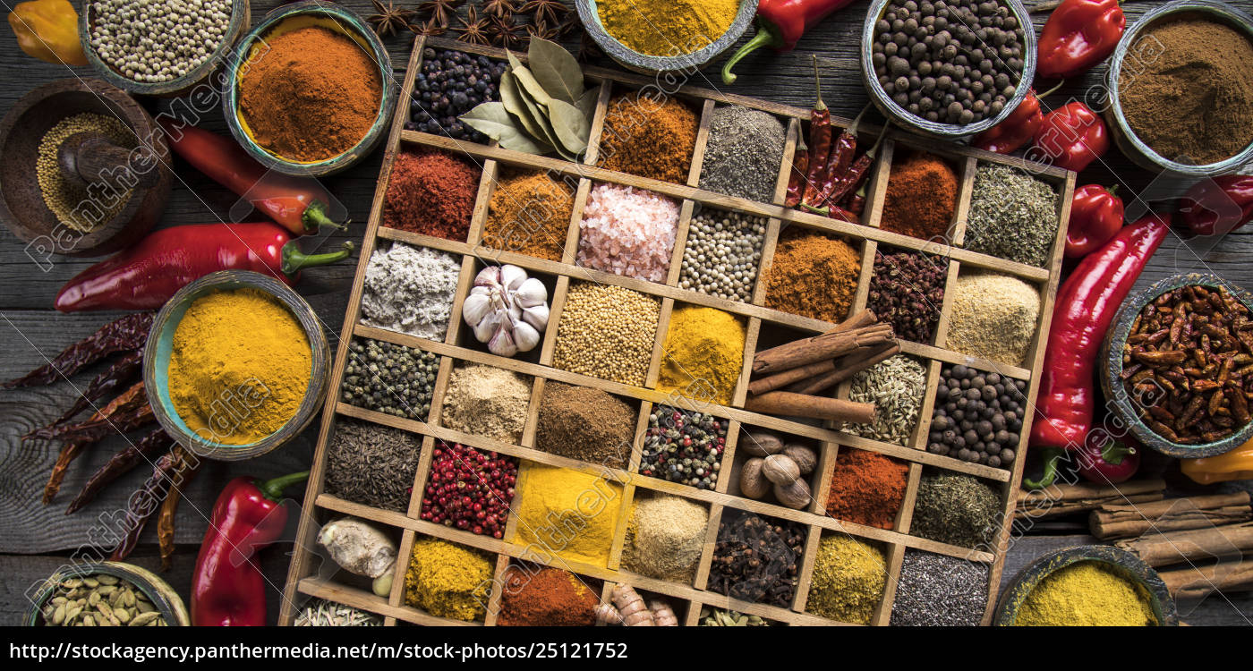 assorted, spices, in, a, wooden, box - 25121752