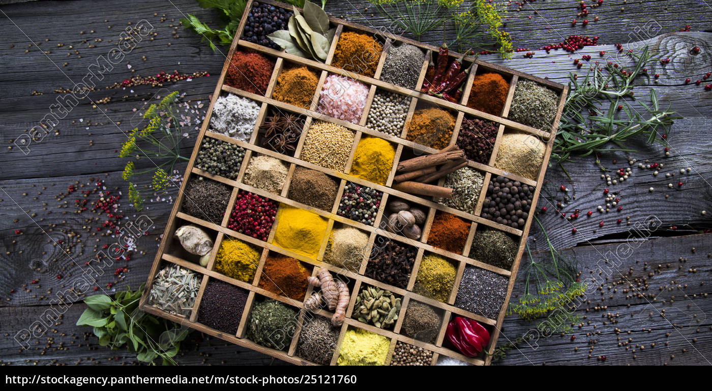 assorted, spices, in, a, wooden, box - 25121760