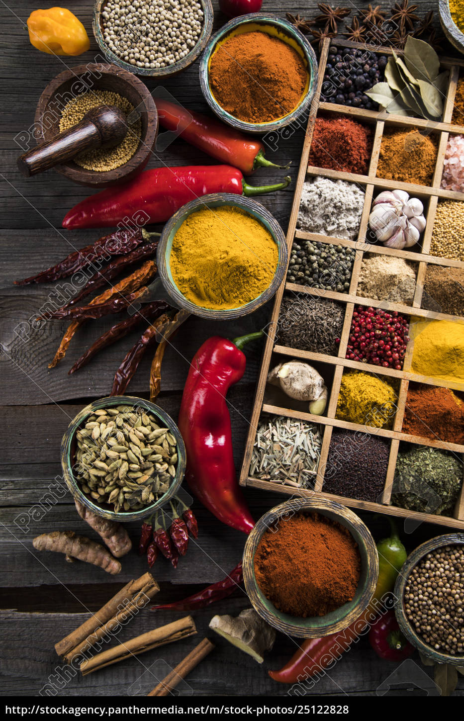 assorted, spices, in, a, wooden, box - 25122828