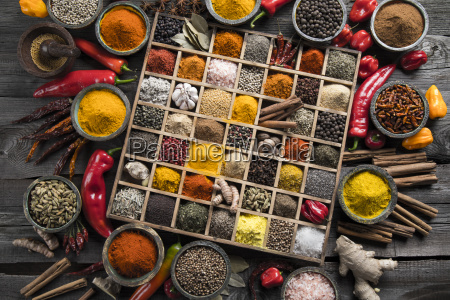 assorted, spices, in, a, wooden, box - 25122872
