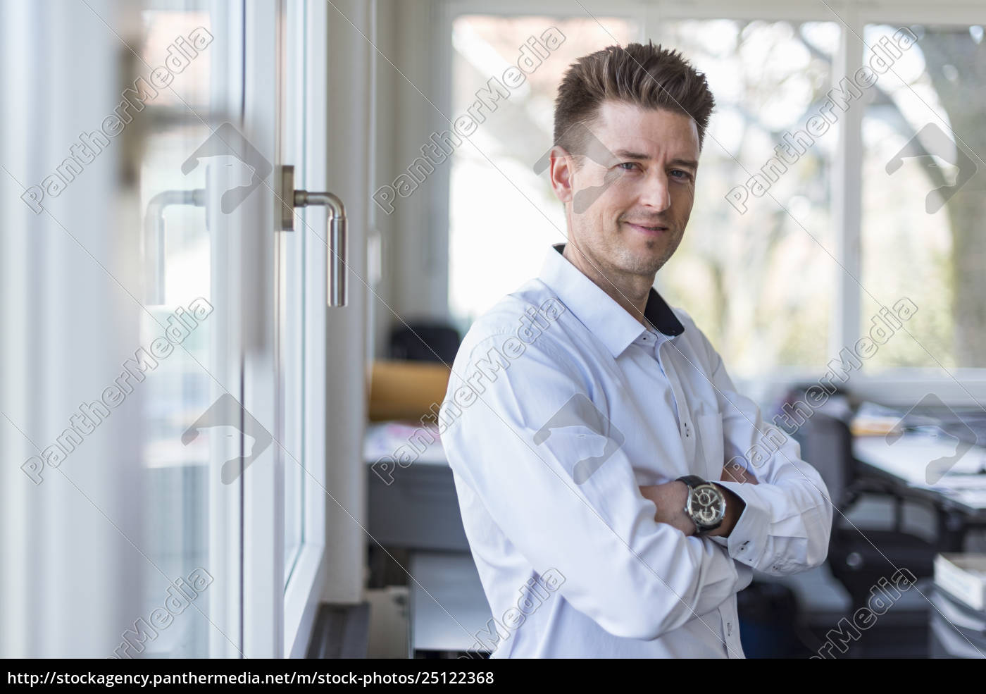 portrait, of, a, successful, businessman, standing - 25122368