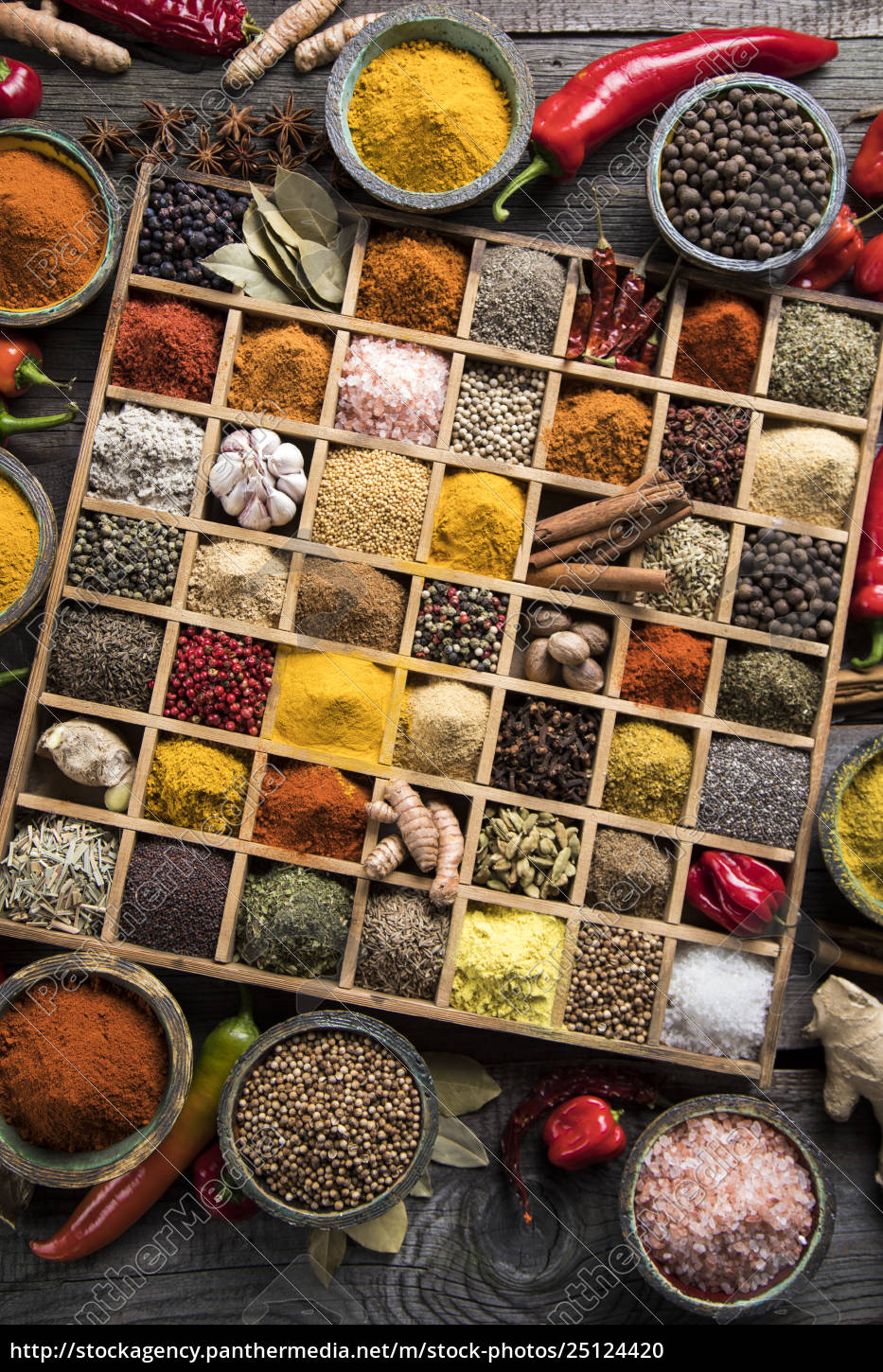 assorted, spices, in, a, wooden, box - 25124420