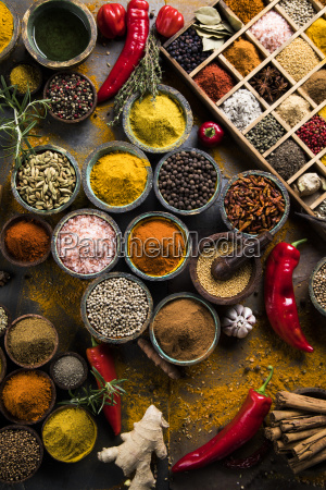 assorted, spices, in, a, wooden, box - 25124578
