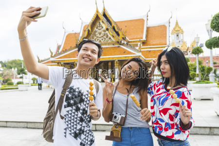 thailand bangkok three friends with street